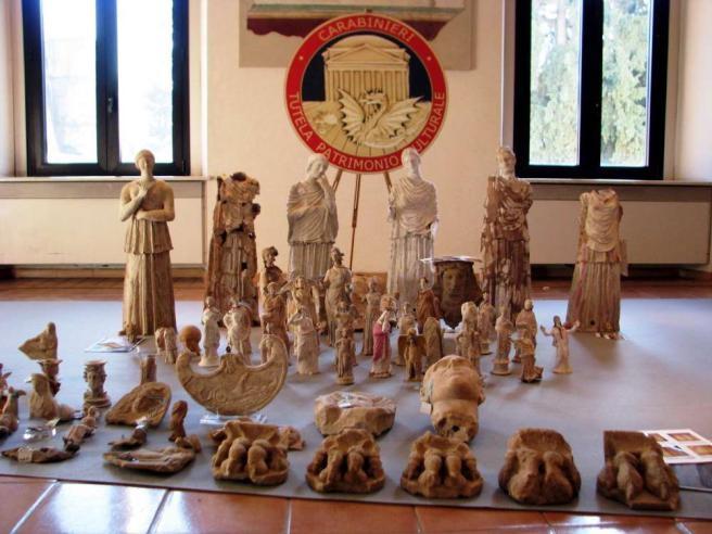 Archeologia, oltre 5mila pezzi tra anfore e vasi greci ritrovati dai carabinieri