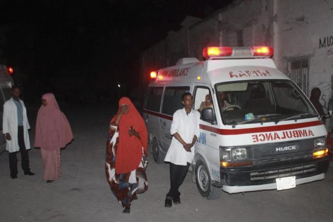 Somalia, Al Shabaab attacca ristorante di Mogadiscio: almeno venti le vittime