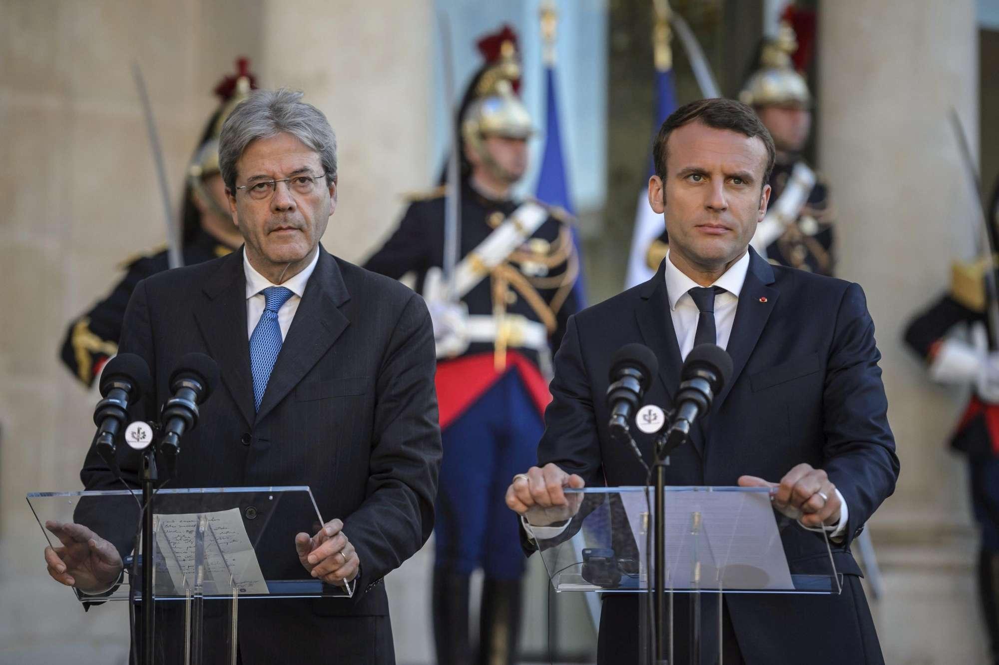 Risultati immagini per Macron e Gentiloni immagini