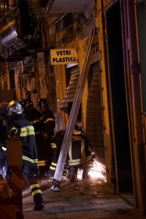 Napoli, esplosione in centro città per una fuga di gas: 2 feriti