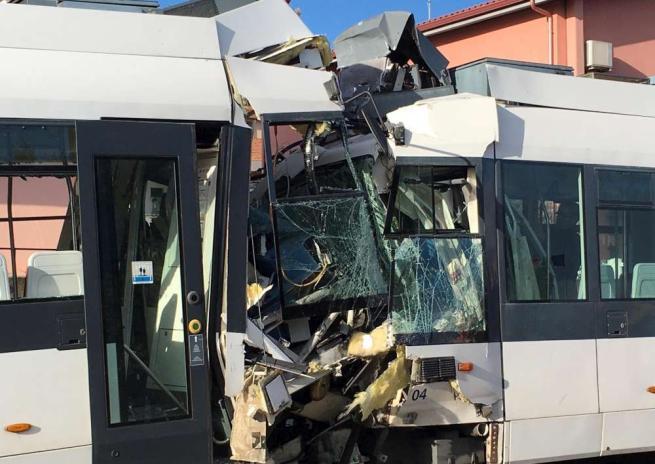 Cagliari, due treni della metropolitana leggera si scontrano: 85 feriti, 3 gravi