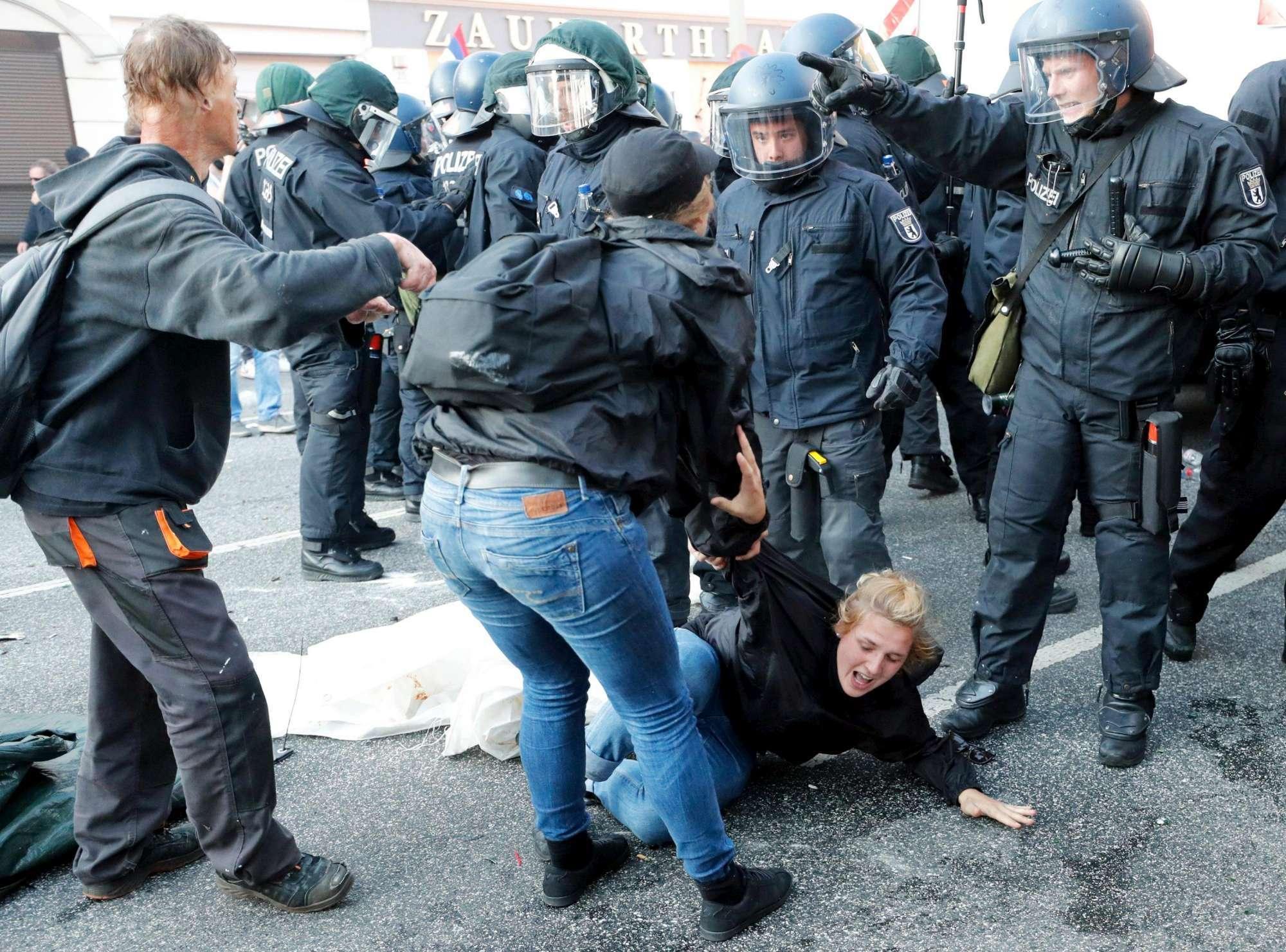 Amburgo, scontri al corteo anti-G20