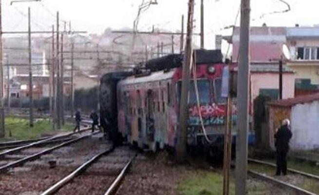 Napoli, deraglia treno ferrovia Cumana