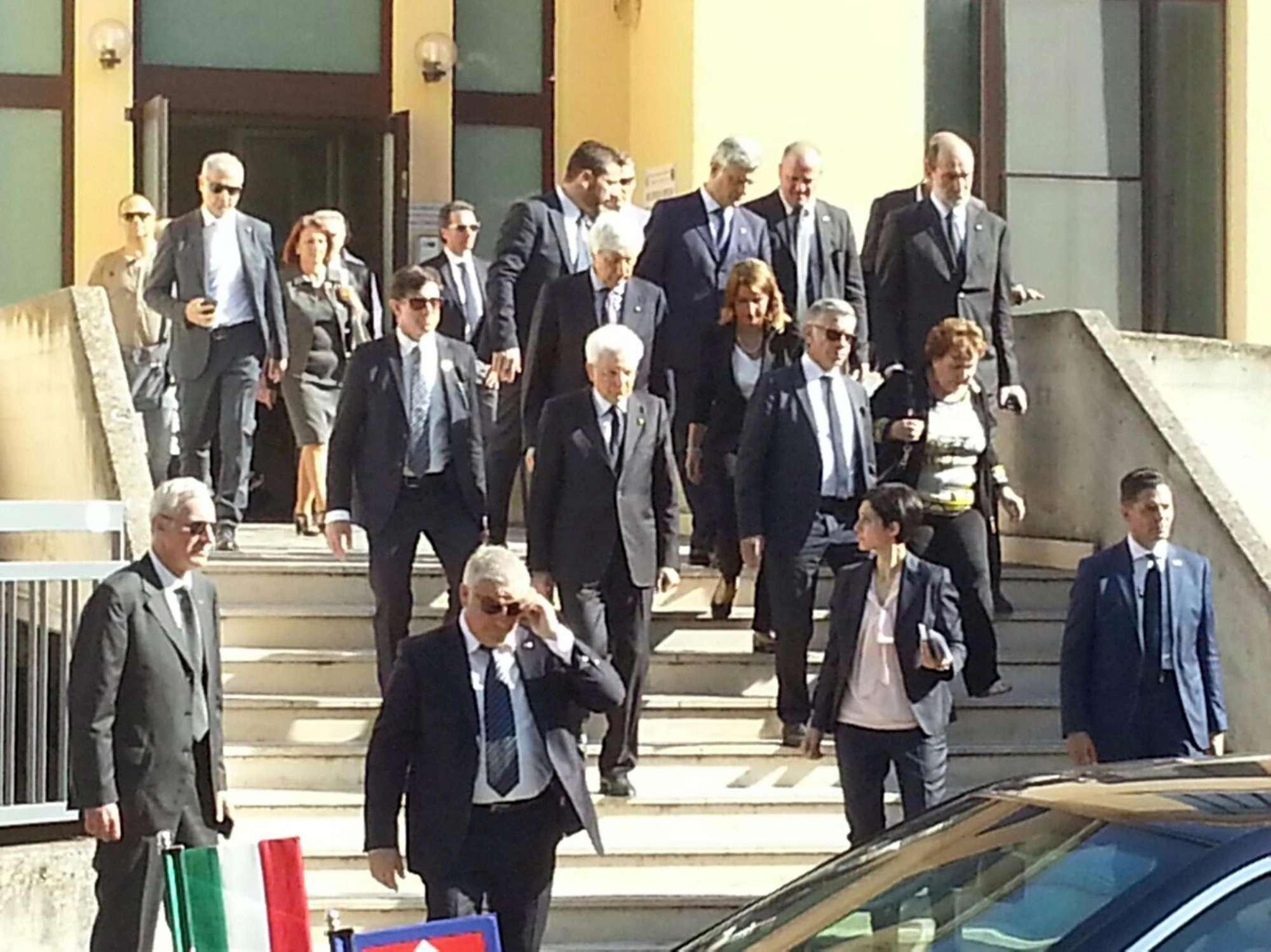Mattarella in Puglia, omaggio alle vittime del disastro ferroviario e incontro con i feriti