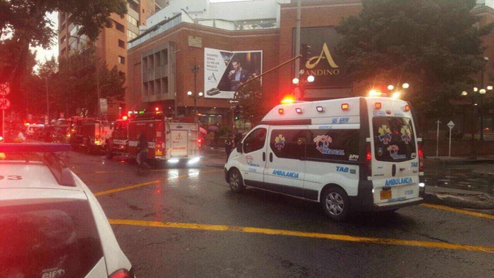 Bogotà, bomba in centro commerciale