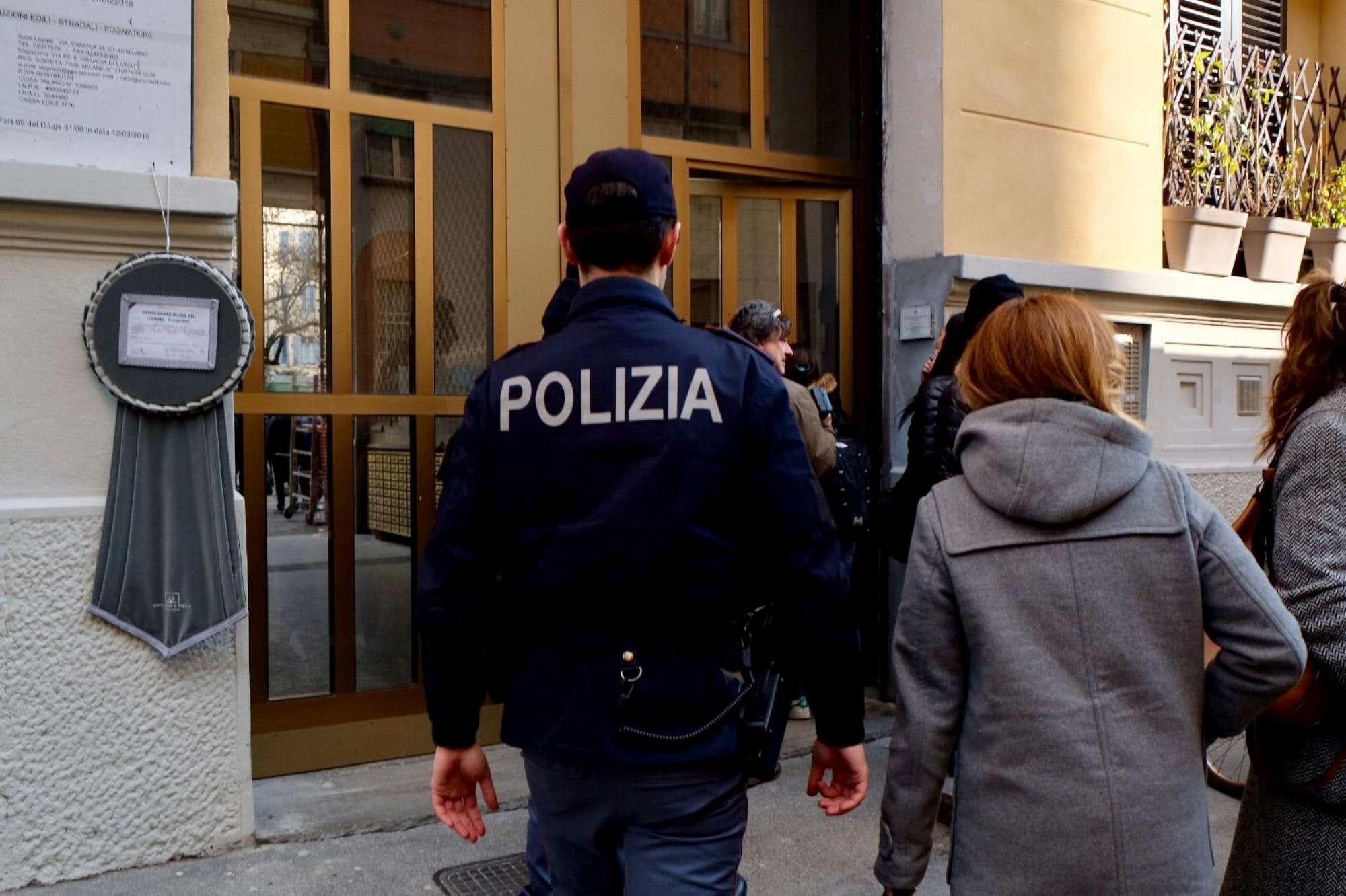 Milano, la scientifica sul luogo del delitto di Jessica