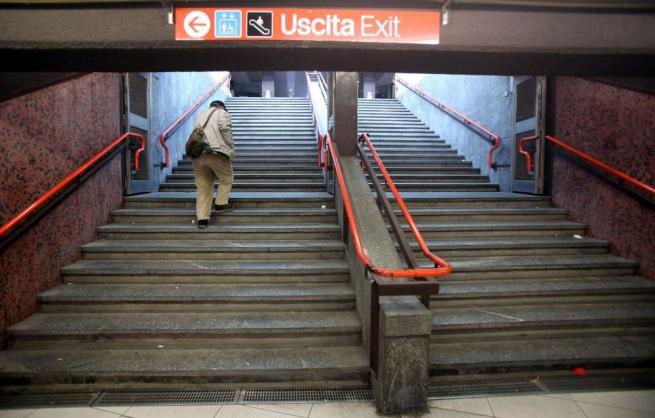 """Milano, """"giorno x"""" per i portoghesi della metro: ora serve biglietto anche in uscita"""