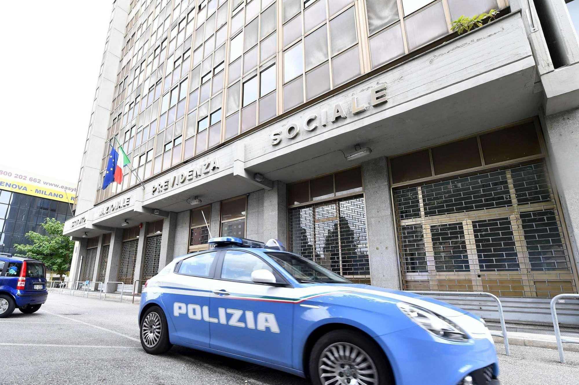Torino disoccupata si d fuoco negli uffici dell Inps
