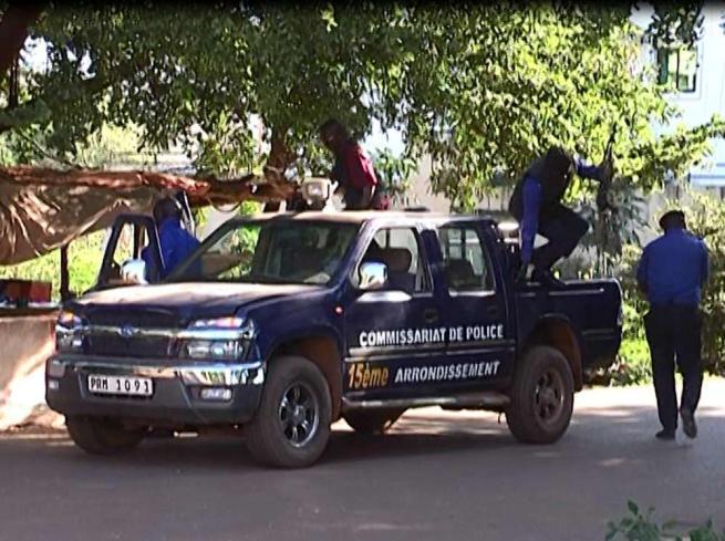 Mali, commando armato di pistole e granate assalta hotel di lusso a Bamako