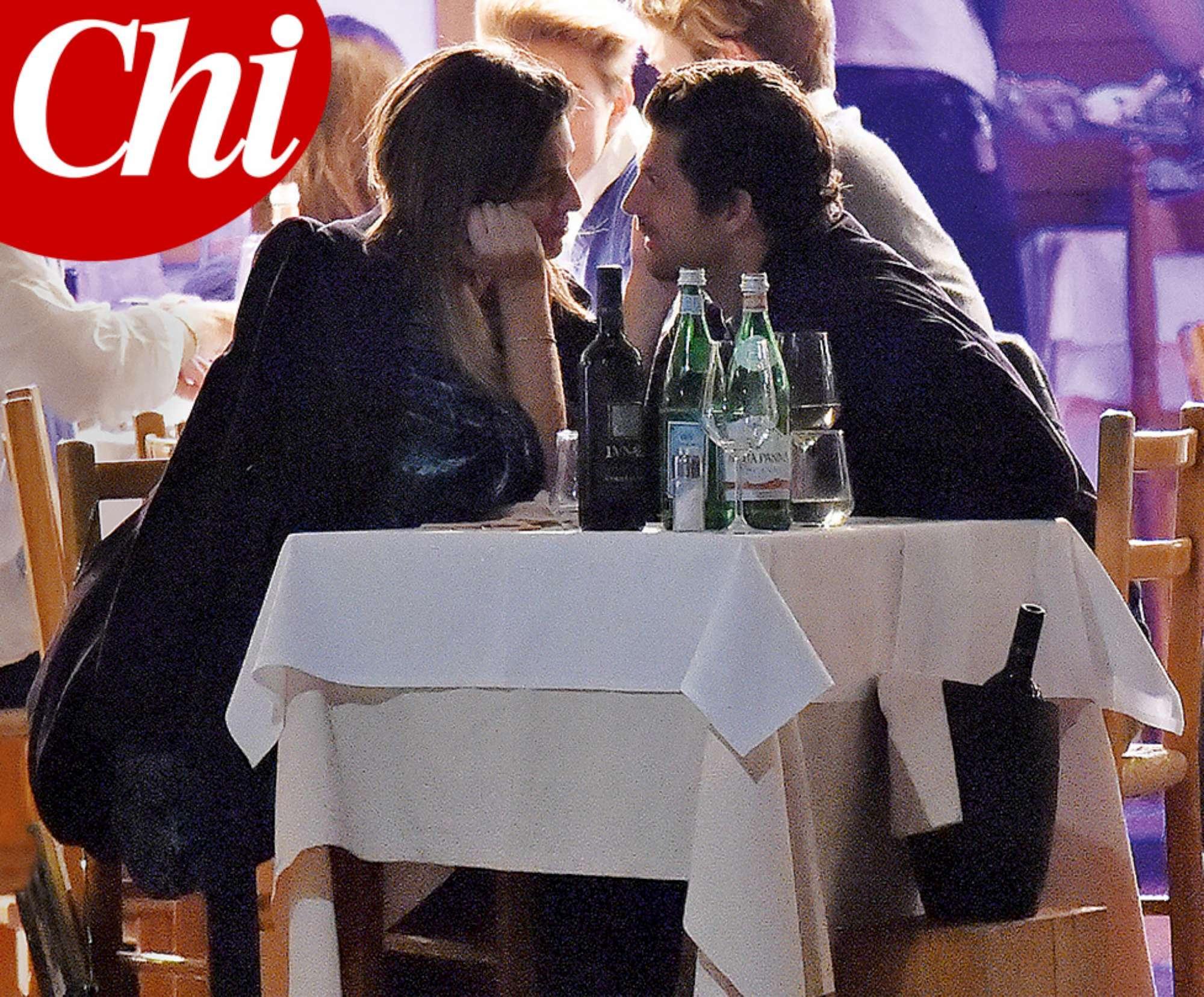 Cristina Chiabotto, baci e tenerezze con il manager Marco Roscio