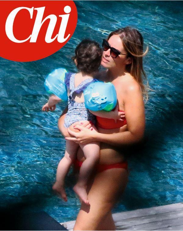 Maria Elena Boschi in bikini: ecco le foto della vacanza in famiglia