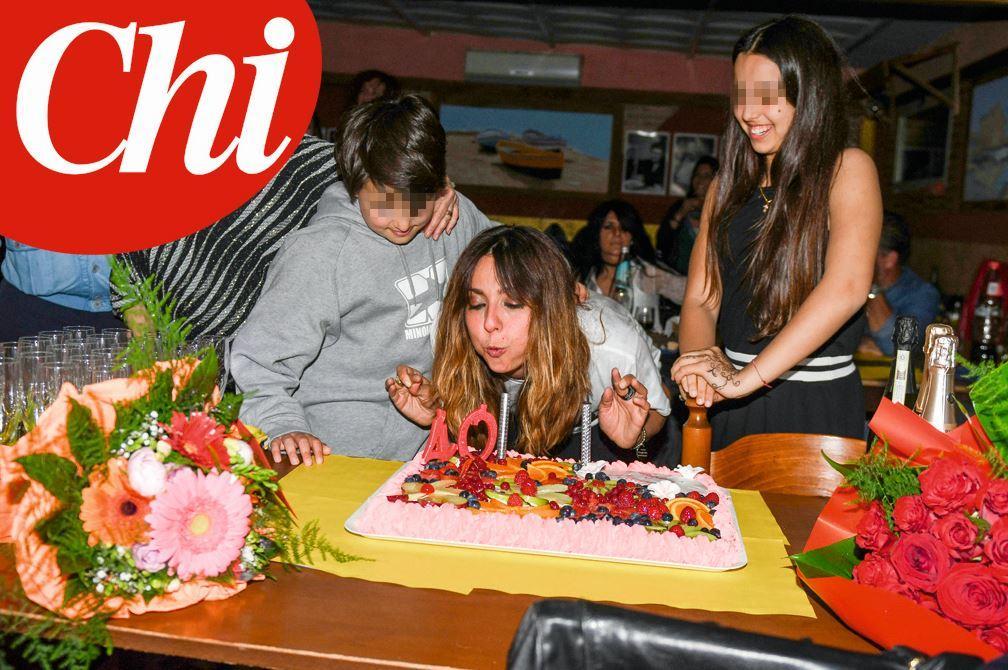 abbastanza Ambra, ecco la festa per i suoi 40 anni da single - Tgcom24 MP24
