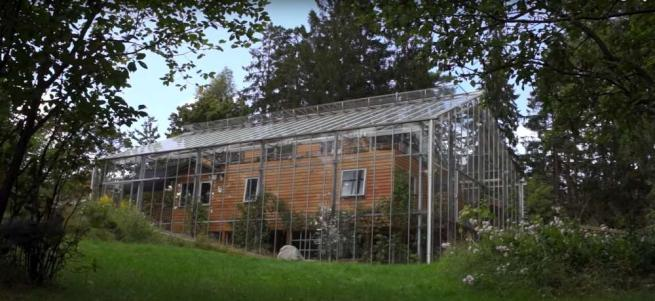 """Addio sprechi, realizzata in Svezia la casa-serra che si """"auto-riscalda"""" grazie al sole"""