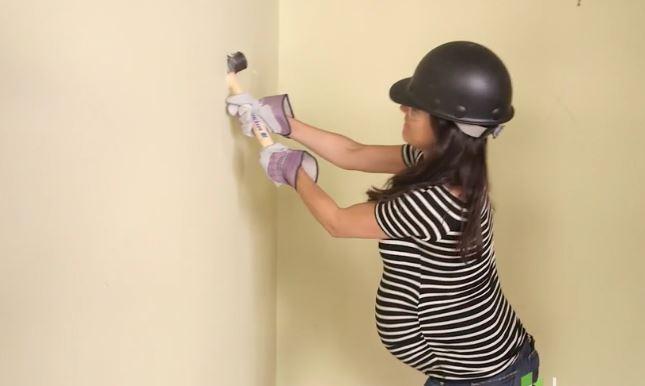 Mila Kunis, un  muratore  con il pancione