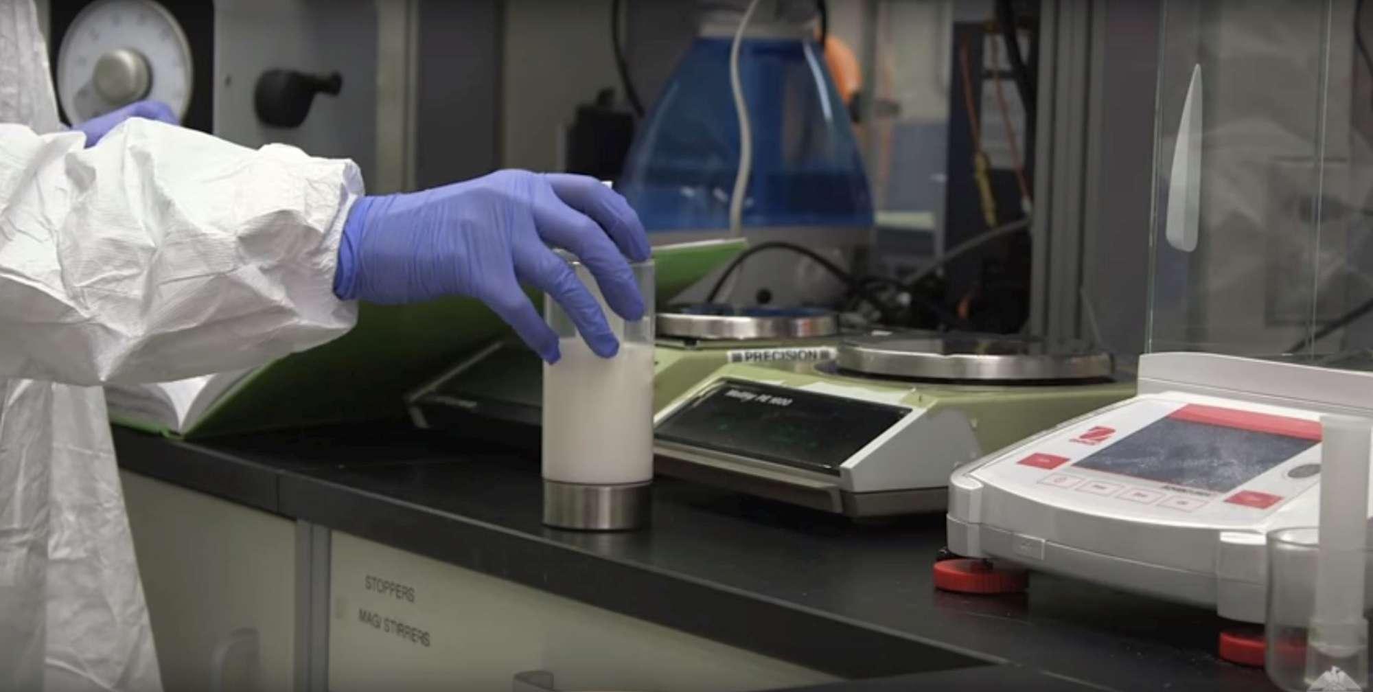 Addio plastica, per gli imballaggi del futuro arriva una pellicola ecologica prodotta dal latte