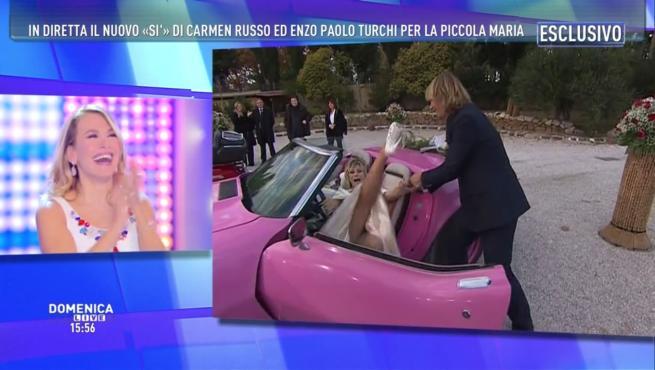 Carmen Russo e Enzo Paolo Turchi, nozze bis in diretta tv con siparietto hot