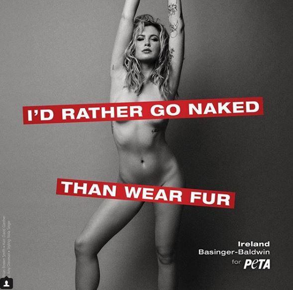 Ireland Baldwin come mamma Kim Basinger: nuda per Peta