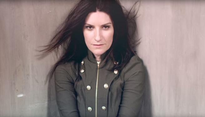 """Laura Pausini, esce il video di """"Lato destro del cuore"""""""