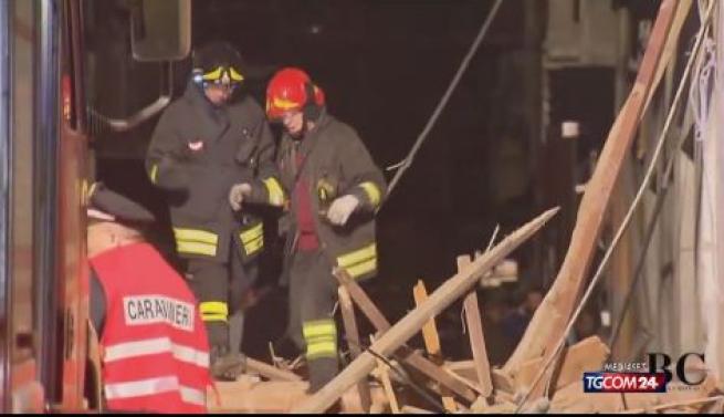 Nel Biellese palazzina esplode per una fuga di gas: 4 feriti