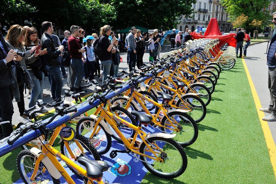 Milano avvia il bike sharing per bambini tgcom24 for Mobile milano bike sharing