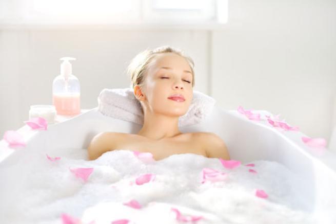 Cinque consigli per trasformare il bagno in una spa