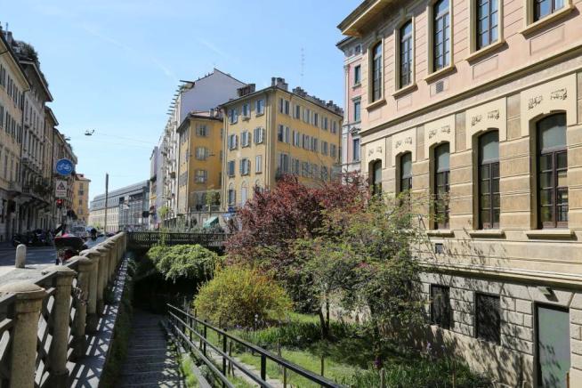 Milano: Donnavventura a passeggio in Via Solferino
