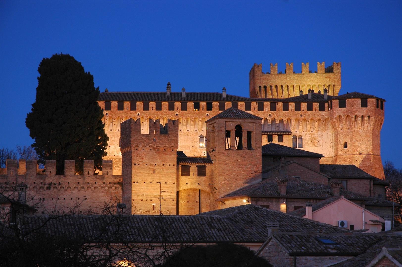 Marche da scoprire, tra castelli e poeti