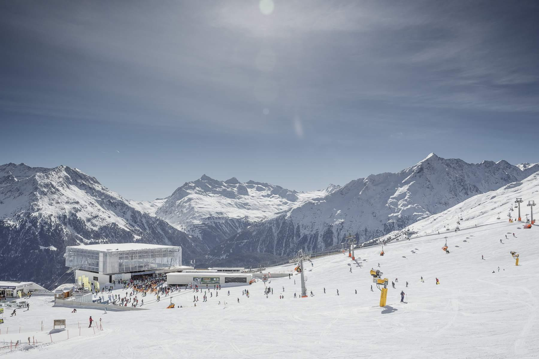 Tirolo, sci ai piedi tra mille iniziative