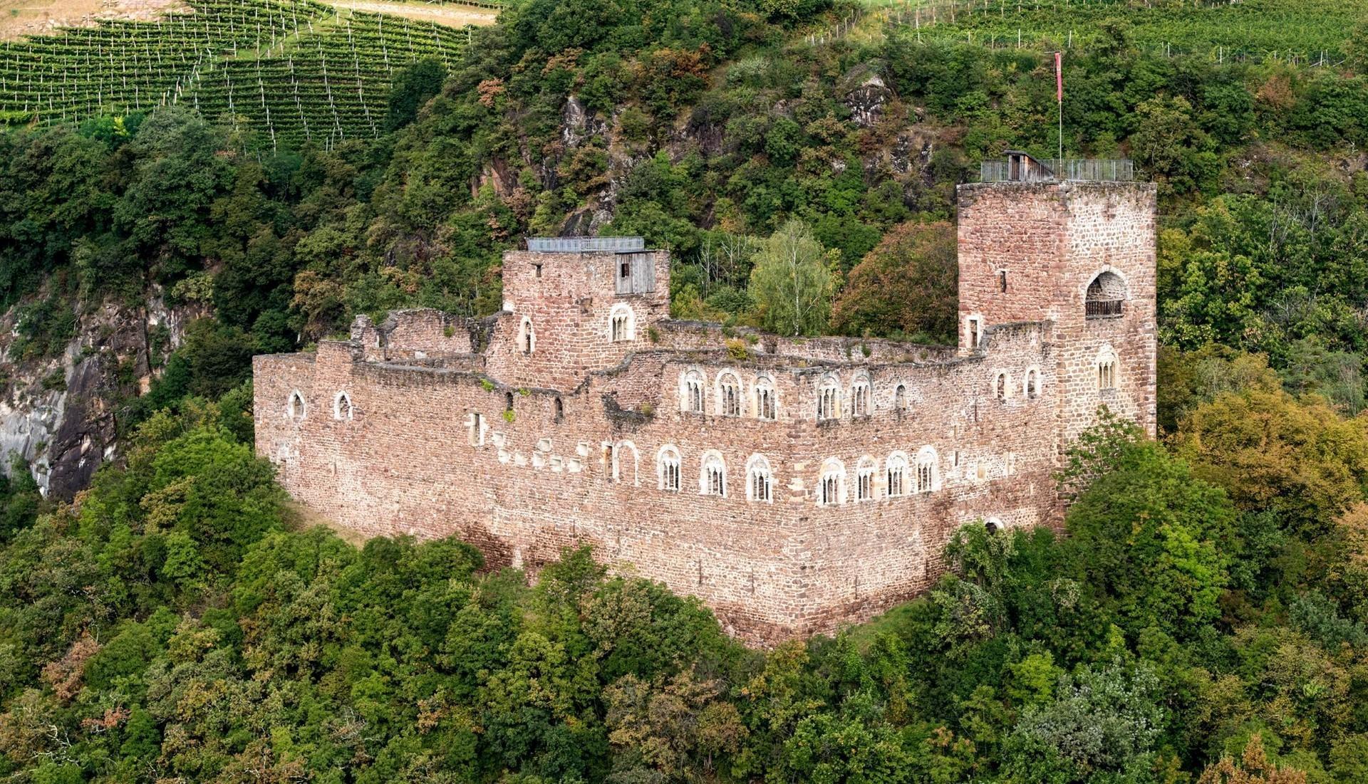 Alto Adige: tuffo nel medioevo tra masi e castelli
