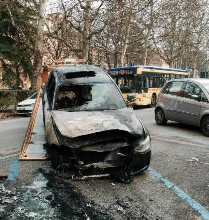 """Francesco Sole, bruciata l'auto: """"Ho paura"""""""
