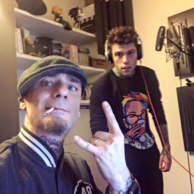 Fedez e J-Ax, i due rapper al lavoro per un disco insieme: gli indizi social