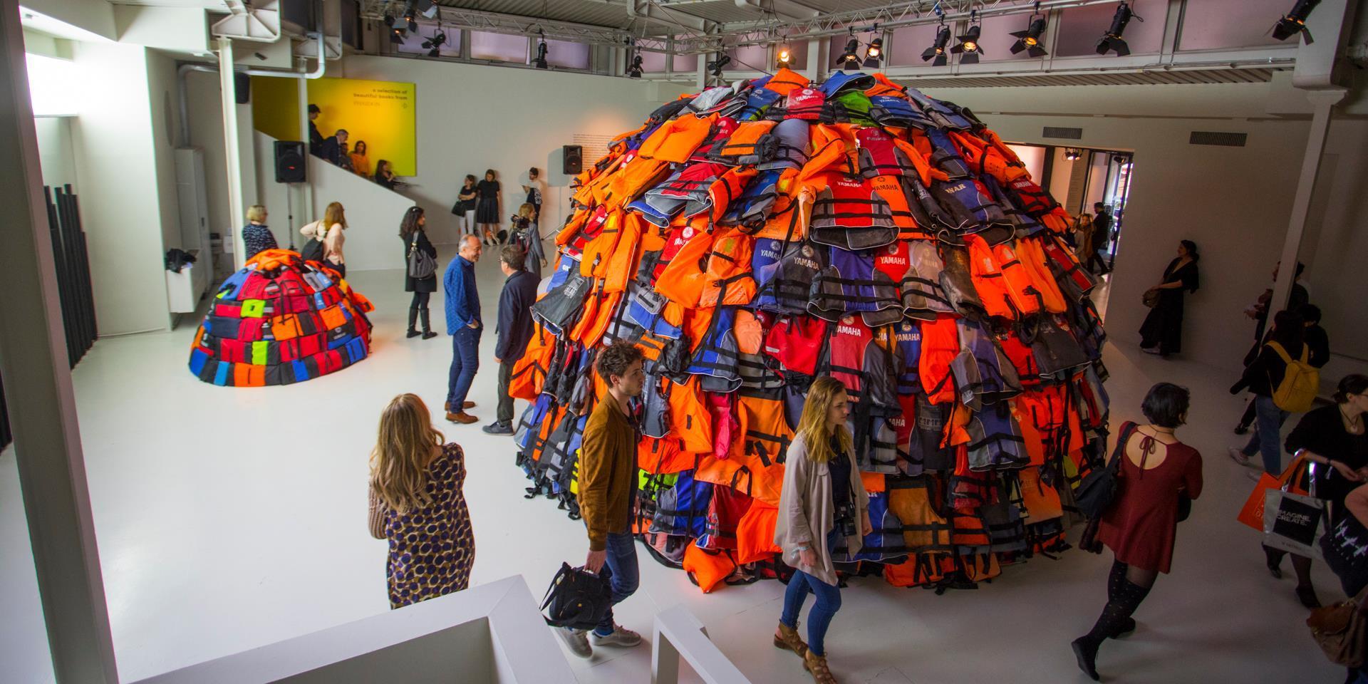 FuoriSalone, un  igloo  fatto di salvagente per ricordare il dramma dell immigrazione