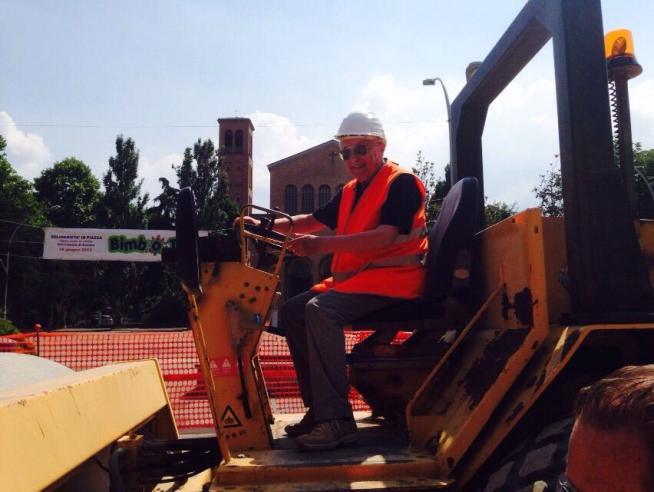 Un bolognese realizza il sogno dei pensionati: nominato capo cantiere