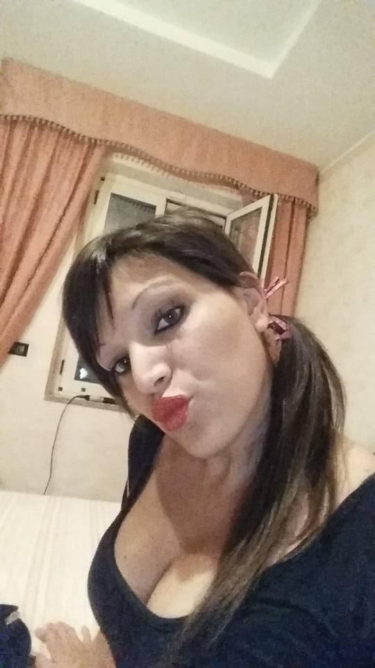Napoli, donna uccisa davanti a una scuola elementare
