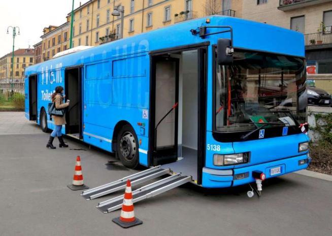 """Milano, arriva il """"toilet bus"""": seguirà tutti i grandi eventi in programma in città"""
