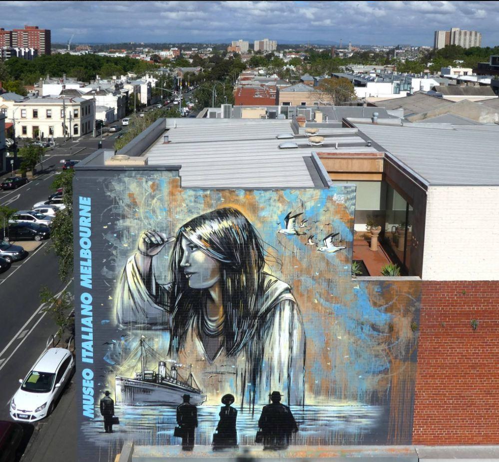 Australia, writer italiana dipinge il mega murales della speranza