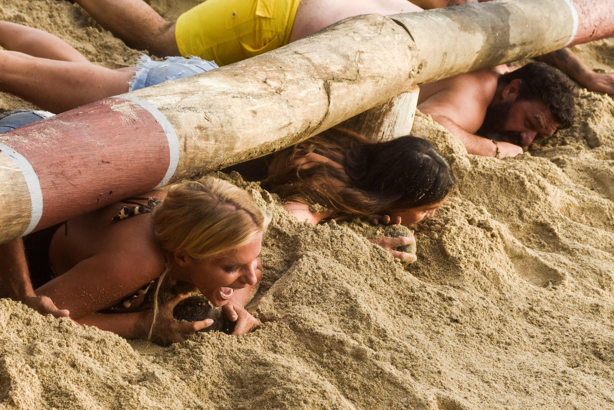 Isola dei Famosi: nella prova ricompensa per Francesca l ostacolo è... il seno