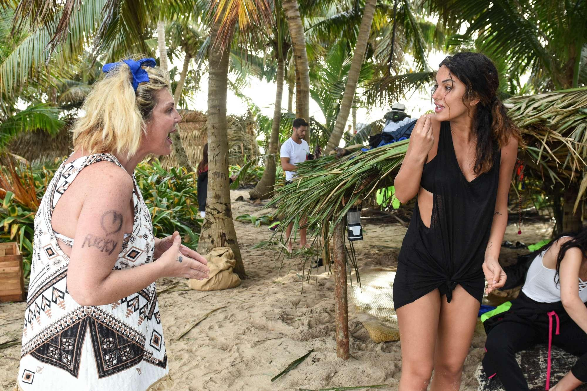 Isola dei Famosi , discussione tra Rosa Perrotta e Nadia Rinaldi
