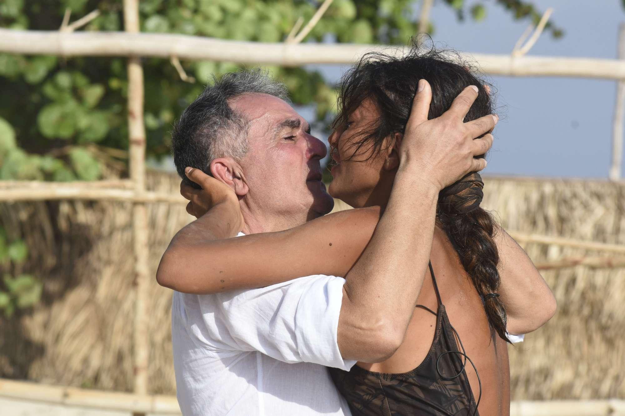 Isola dei Famosi questa sera: nominati Alessia, Rosa e Simone