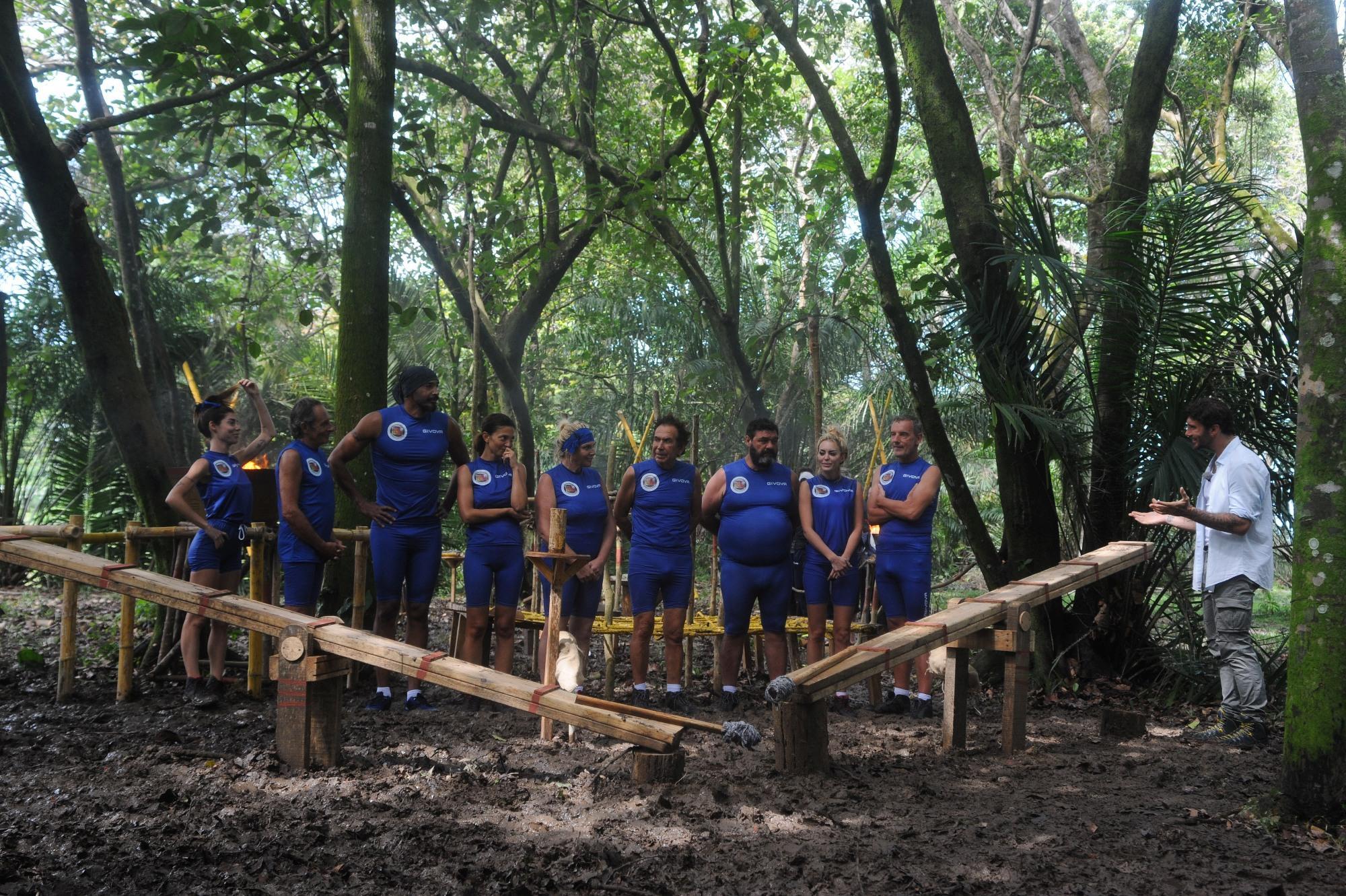 Isola dei Famosi: il gruppo dei Mejor conquista il fuoco!