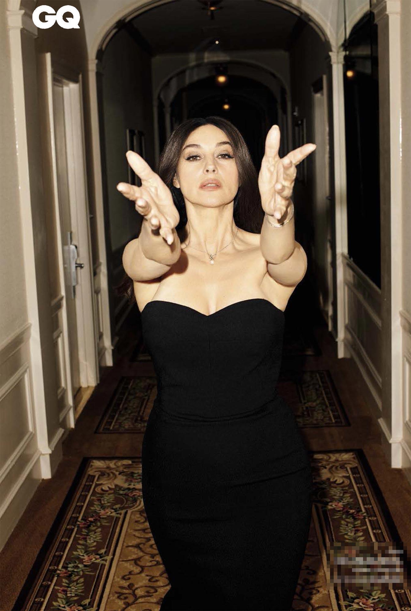 """Monica Bellucci si svela per Gq: """"Devo tutto agli uomini"""""""