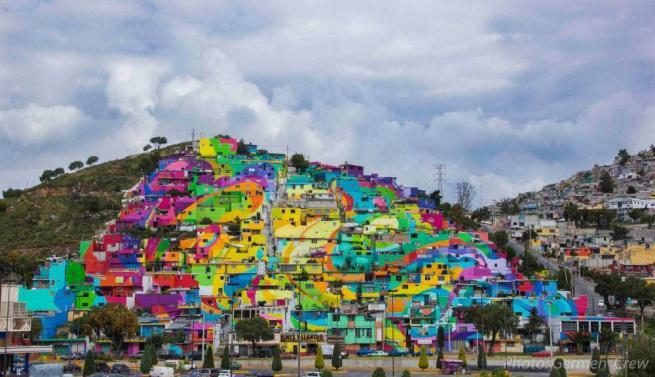 Messico, un arcobaleno sulle mura delle case per dare nuova vita alla comunità