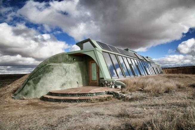 Sotto un tetto di lattine: la comunità Usa che vive in case di rifiuti riciclati