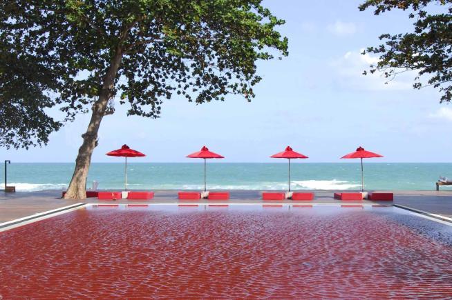 Dalla laguna blu in islanda alla vasca rossa in thailandia for Piscine da sogno e da record