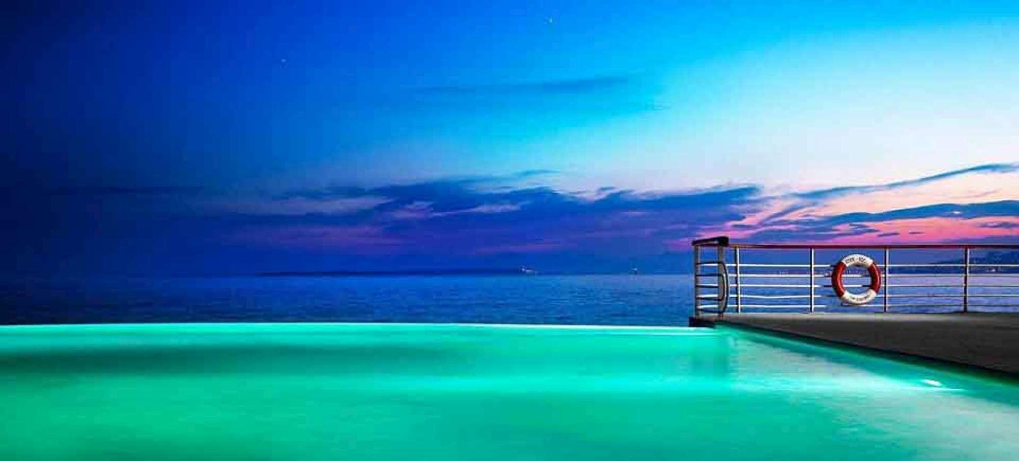 Un bagno da sogno ecco le piscine pi spettacolari al for Piscine da sogno e da record