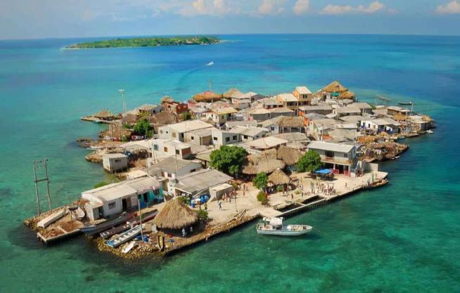 In Colombia l'isola più affollata del mondo: 1.200 persone in 12mila metri quadrati