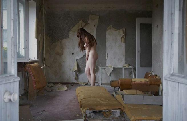 Chernobyl, sopravvissuta alla catastrofe torna sui luoghi della sua infanzia