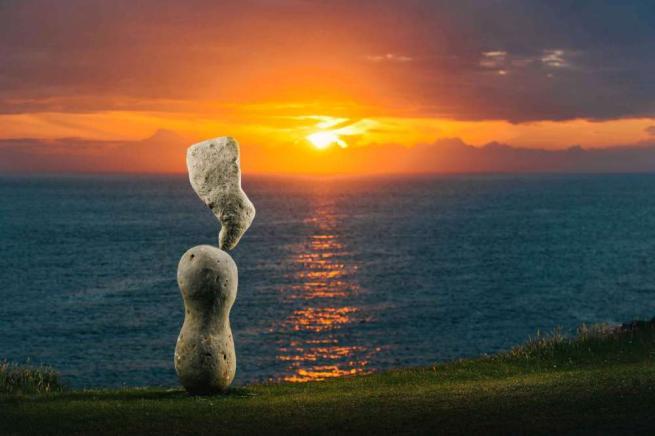 Pietre in equilibrio e paesaggi meravigliosi, la combo perfetta diventa opera d'arte
