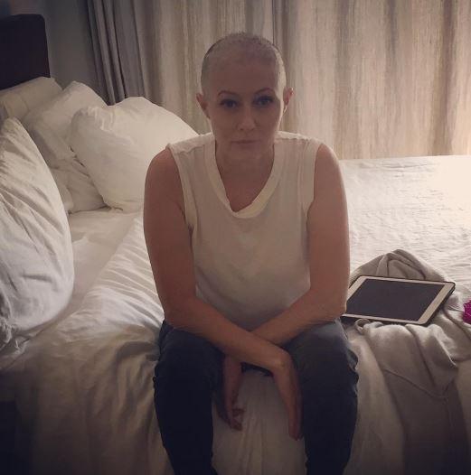 Shannen Doherty mostra la chemioterapia, prosegue la sua lotta contro il tumore