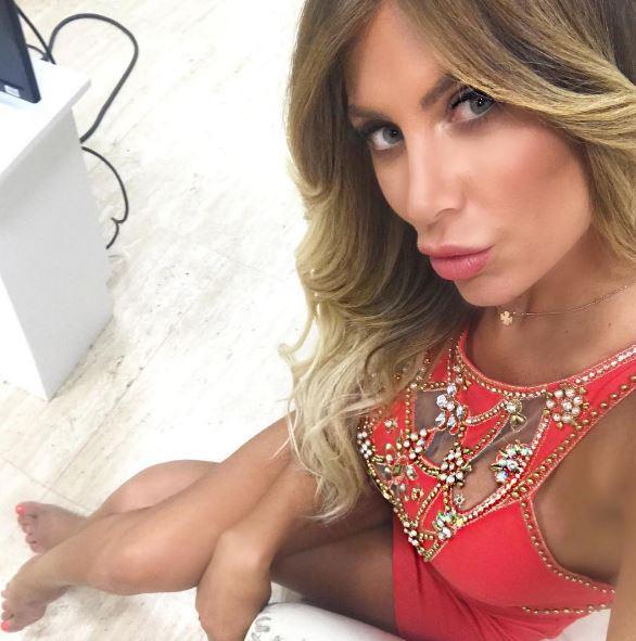 Paola Caruso, sexy ed esplosiva sui social